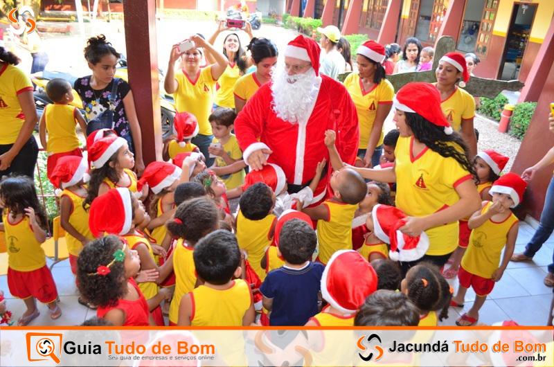 Papai Noel chega à Creche Nossa Sra. Aparecida - 2015