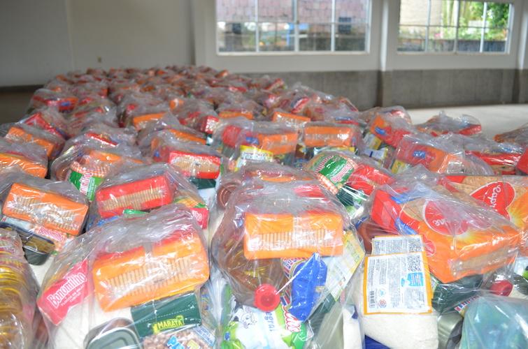 As cento e quarenta cestas básicas, foram encaminhadas para a paróquia São João Batista. (Foto: JTB/Wyll Silva)