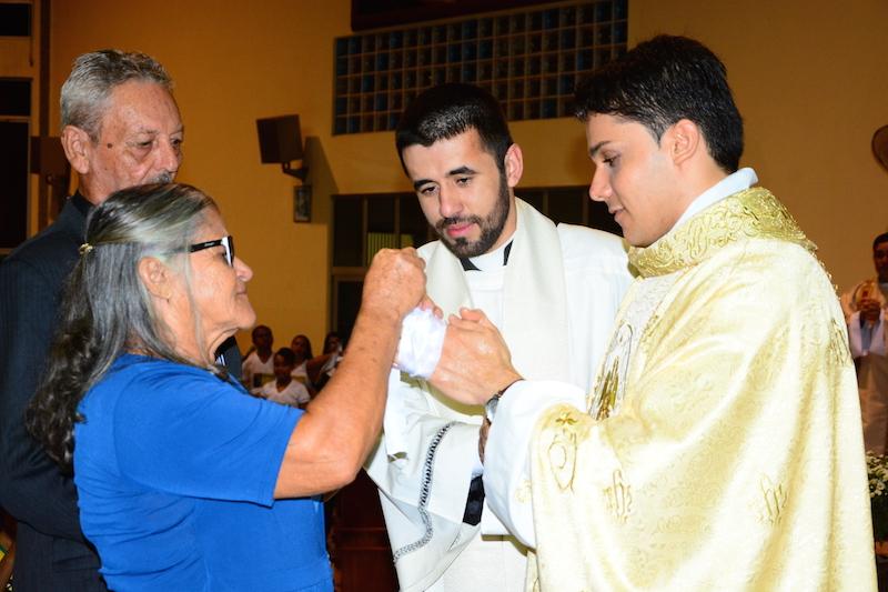 Momento em que os pais de Thiago desatam suas mãos. (Foto: JTB/FSJ Joãozinho)