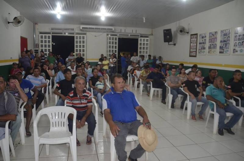 Populares estiveram presente no Plenário da Câmara de Eldorado dos Carajás. (Foto: Salém Campos)