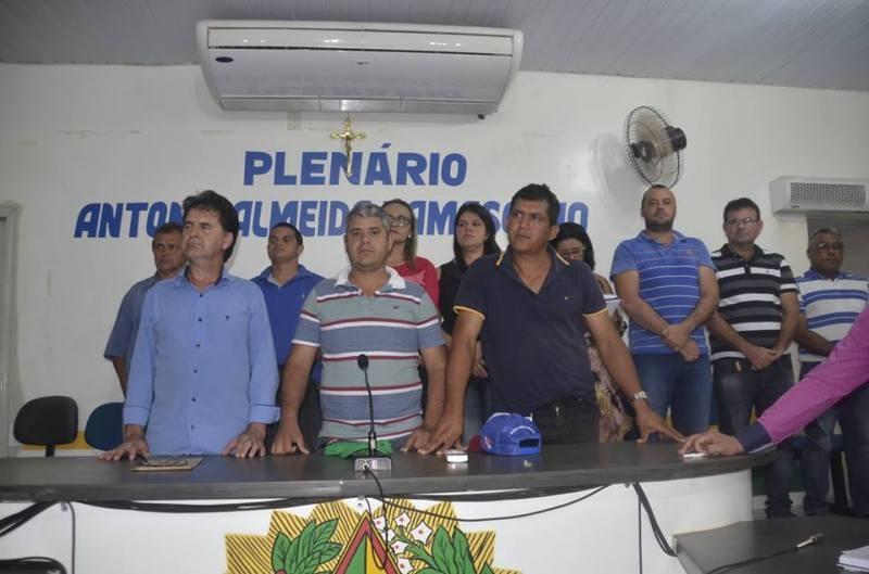 Vereadores e autoridades do município. (Foto: Salém Campos)