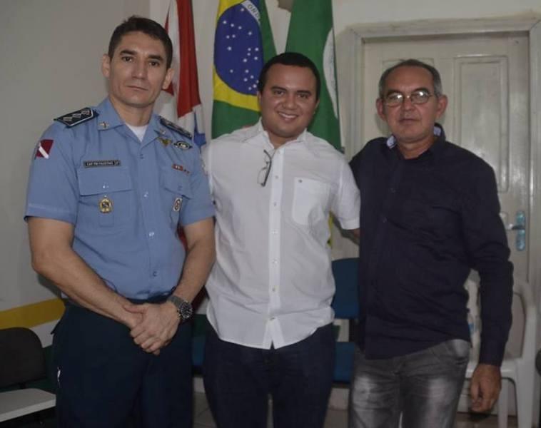 Capitão PM Faustino, Delegado Tiago Carneiro e o presidente da Câmara e vereador Eraldo Farias. (Foto: Salém Campos)