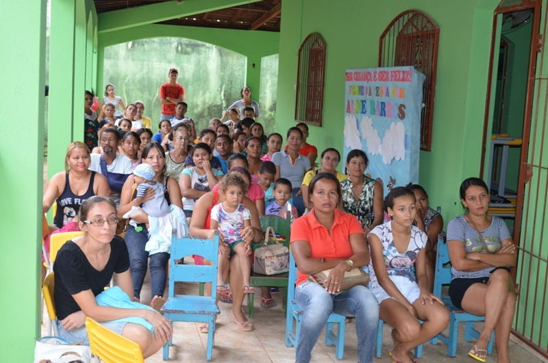 Pais de alunos participam da reunião. (Foto: Wyll Silva/Carajás Tudo de Bom)