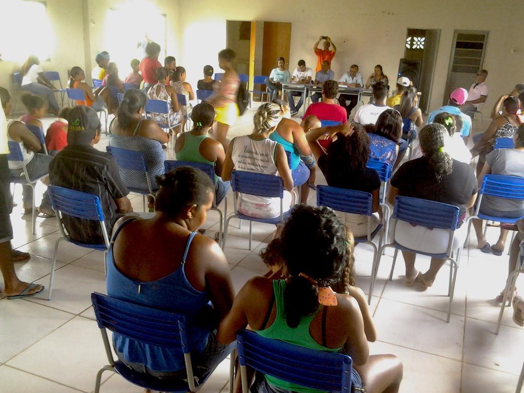 Moradores em reunião com o prefeito Zé Martins e comitiva do governo. (Foto: Antonio Barroso)