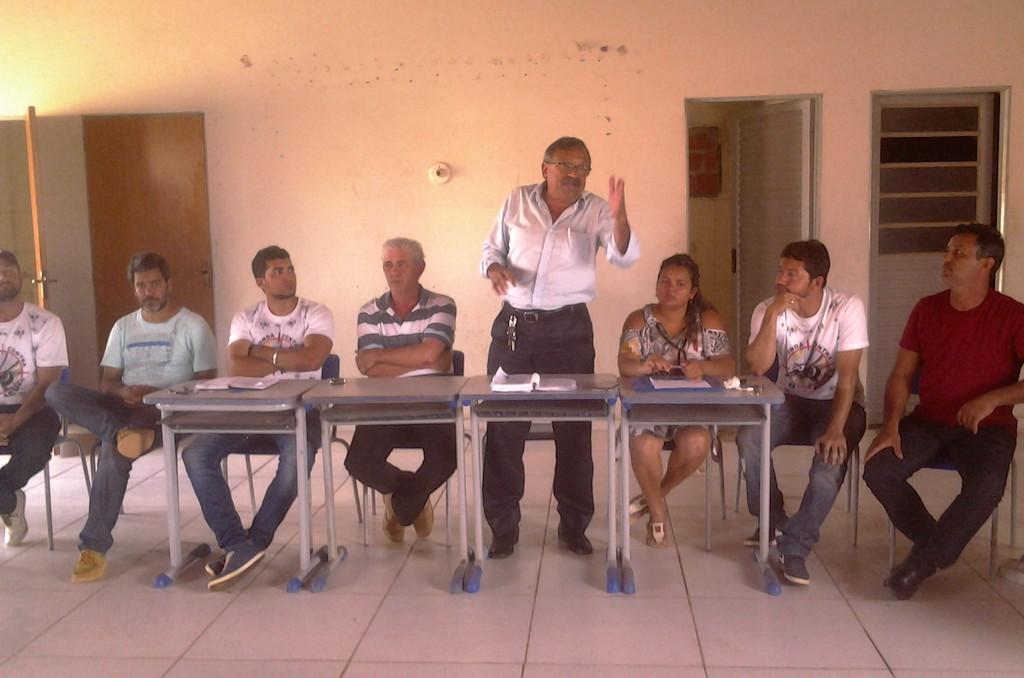 Prefeito Zé Martins garante melhorias para o residencial. (Foto: Antonio Barroso)