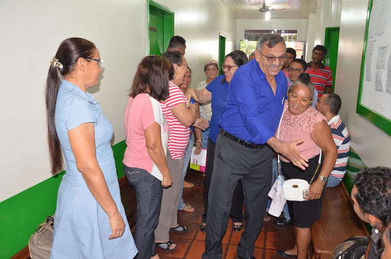 Momento em que José Martins entra na Câmara de Jacundá.